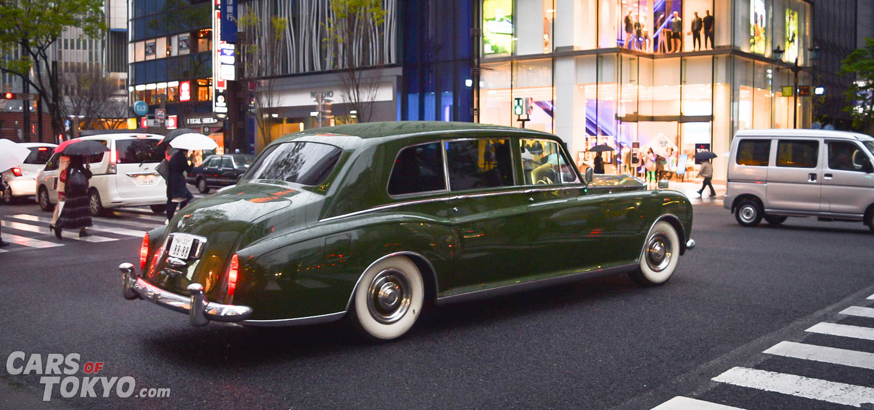 cars-of-tokyo-luxury-rolls-royce-classic
